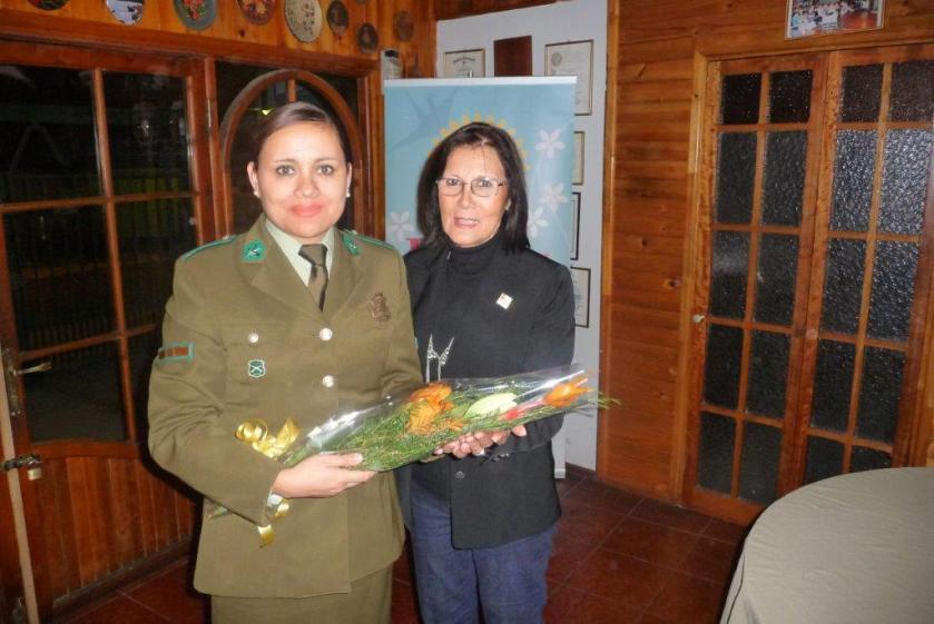 Macero Laura entrega presente a Sargento Mayor