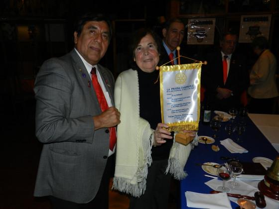 "GD Felipe Platero entrega "" La Prueba Cuádruple"" a Presidenta RCO Oriana Díaz."