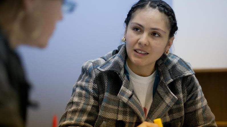 Una estudiante mejora su habilidad lectora mediante su participación en un programa de alfabetización del Mercy Education Project en Detroit. Esta agencia ofrece programas educativos gratuitos a niñas y mujeres de escasos recursos. Fotografía de: Cortesía de Reading Works
