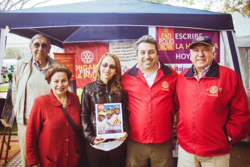 Alejandro Pino, Rosita Pinto, Erika Toledo (futura rotaria), Luis Cortés y el Presidente José Godoy