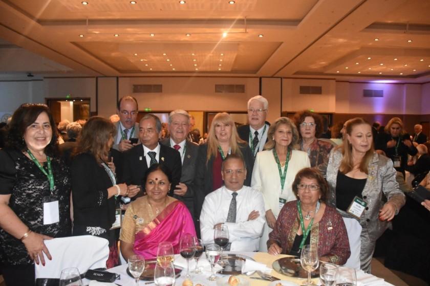 El EGD Jose Silva,EGD Alberto Chiong, EGD Blas Martino junto a sus esposas