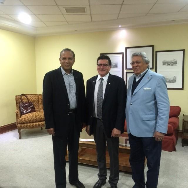 El PRI Ravi Ravindran , Gobernador Humberto Beckers A y el Director de RI José Ubiracy