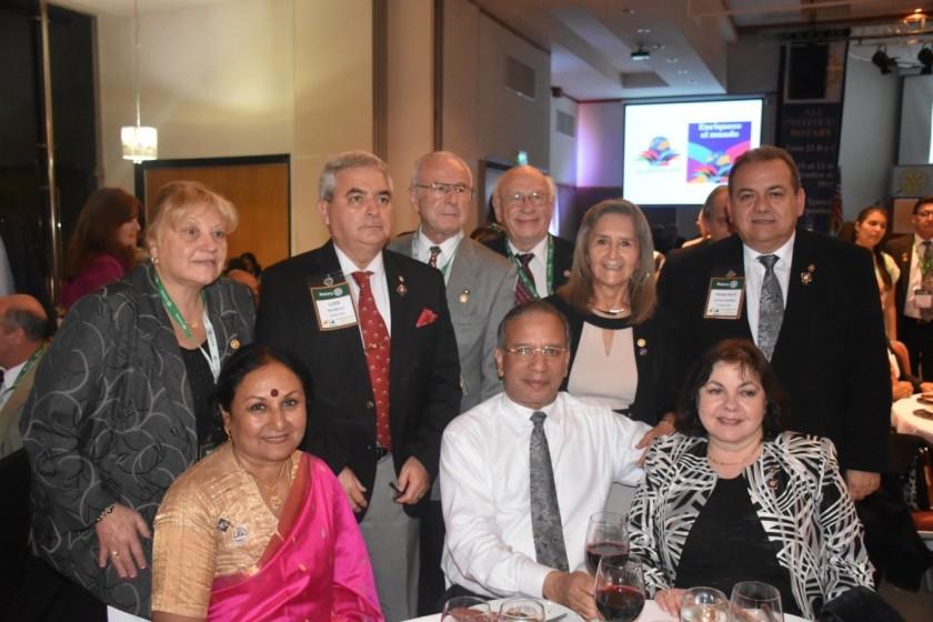 Rotarios de La Calera Luis Rioseco, Luz Bernal, EGD Francisco Socias y EGD  Maria Ester Lopez  junto a nuestro PRI Ravi Ravindran y su esposa Vanathy.