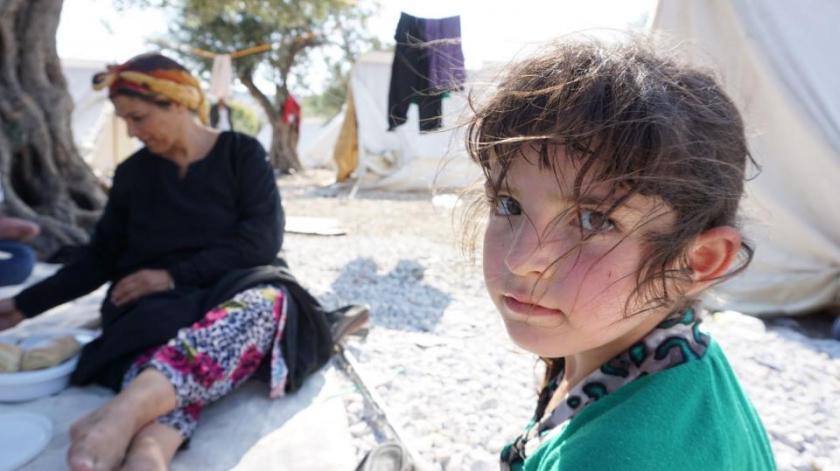 Familia de refugiados sirios en un campamento de la isla griega de Lesbos  Fotografía de: Rachel Harvey/ShelterBox