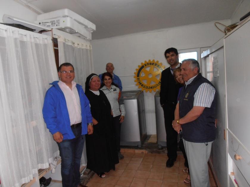 Directora del Hogar, recibiendo el proyecto, Srta. Carolina Flores en representación de Minera Las Cenizas S. A. y la Directiva del Rotary Club Cabildo Lugar de Encuentro, encabezada por su Presidenta Ma. Soledad Lillo F.
