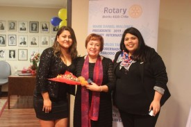 Presidenta Aurea Rojas Lobos junto a representantes de Rotaract RC La Serena