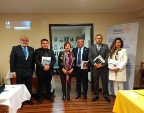 Los nuevos socios junto a sus padrinos Aurea Rojas Lobos y Jesús Parra.