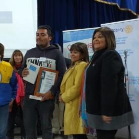 Rotaria Elsa Salinas S., Uno de los Ganadores del Concurso Spelling Bee, Mónica Álvarez C. Presidenta Rotary Club de Coquimbo 2019-2020, Gladys Barraza Directora Instituto Paul Harris