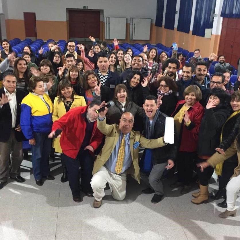 """Alumnos, Ganadores del Concurso Spelling Bee"""" y """"Public Speaking – 9º Versión – 2019, Profesores de Idiomas Extranjero Rotarios y Asistentes al Evento."""
