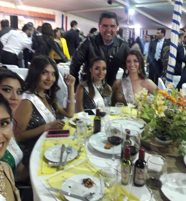 José G. Correa Ramos Past Presidente Rotary Club de Coquimbo, junto a candidatas a Reina de la Pampilla de Coquimbo 2019.